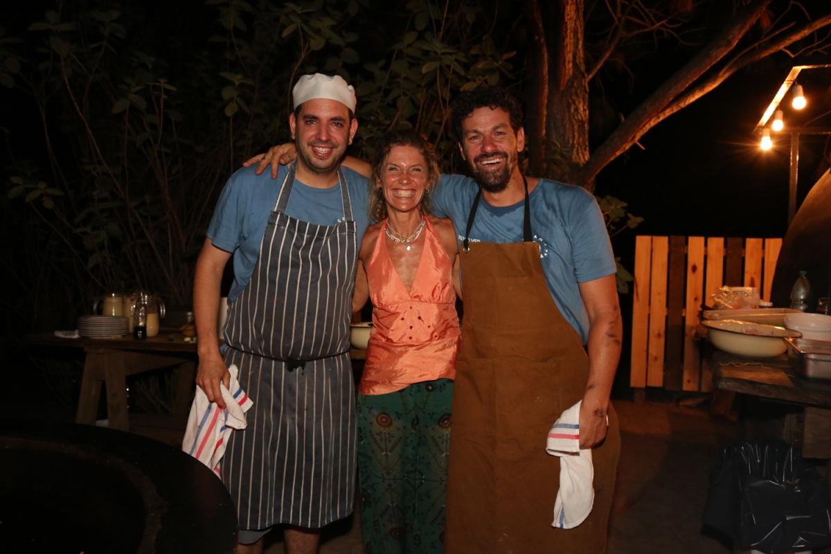 Los chefs Mariano Ramón y Federico Desseno junto a Maru Botana