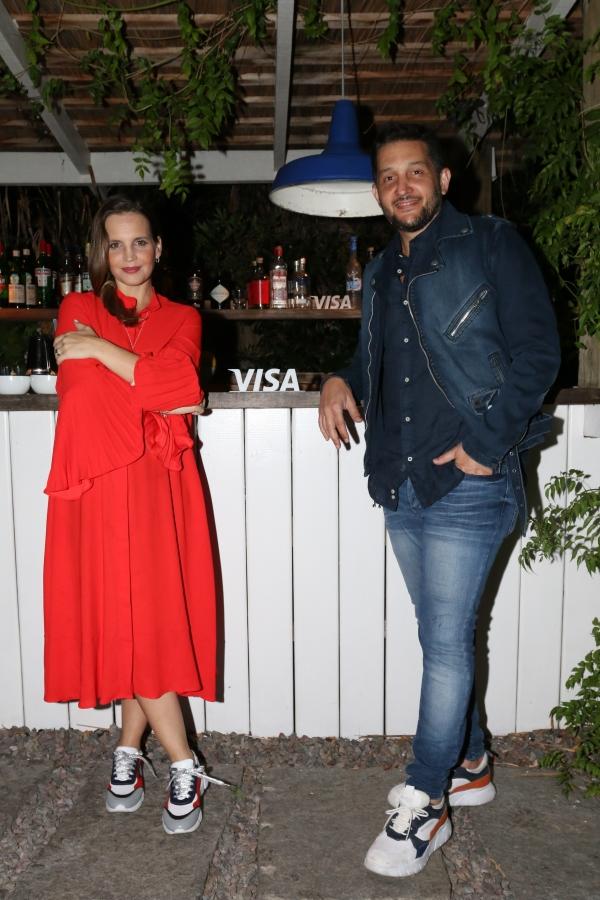 Sabrina Garciarena junto a Germán Paoloski disfrutando de la noche de VISA en Santa Teresita